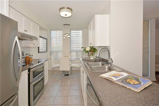 35 MERTON STREET SUITE 606 GALLEY KITCHEN WITH EAT IN AREA